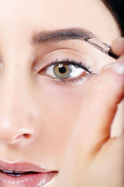 54ab1b7618574_-_elle-defining-eyebrow-tutorial-6-xln