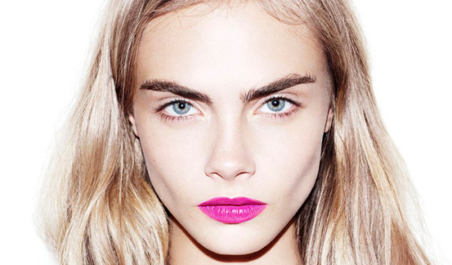 cara-delevingne-eyebrows-dolce-and-gabbana-ss13-636x373