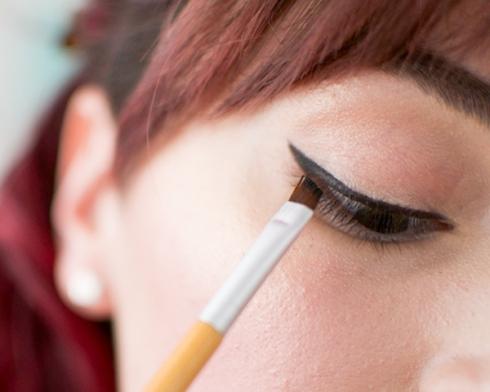 TLS-Matte-Eyeliner-apply-shadow